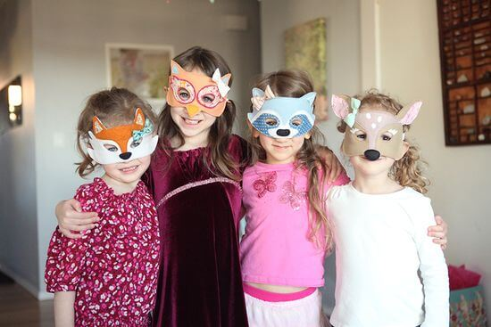 Handmade woodland animal masks! Link to pattern. Feature Friday: Woodland Party! | Halfpint Design - this cute woodland party was simple but elegant.