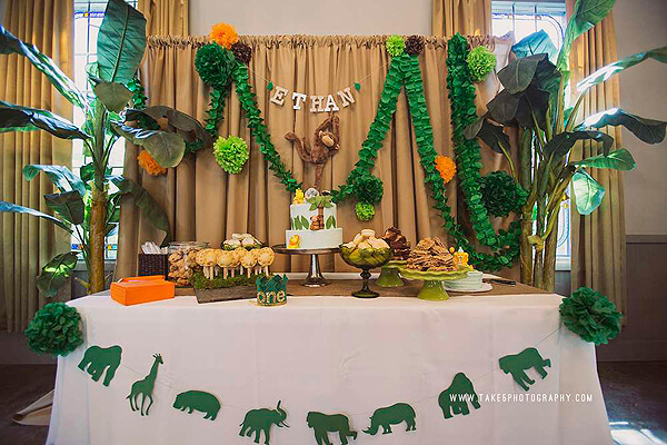 Jungle Party. Greenery Inspired Parties | Halfpint Design - How fun is this jungle themed background?