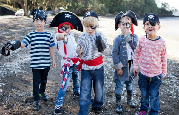 Party activities for boys 3-5 | Halfpint Design - Dress up isn't just a girls game. Let your boys play make believe! Pirate Party.