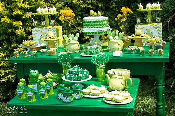 Frog party. Greenery Inspired Parties | Halfpint Design - this frog table has such a great green and yellow color scheme. Perfect for a Princess and the Frog party, or a Frog Pond party