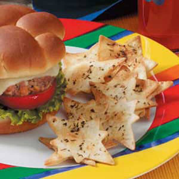 Star chips are a yummy menu item for a Wonder Woman birthday party! Wonder Woman Party Food   Halfpint Design, party ideas, party themes