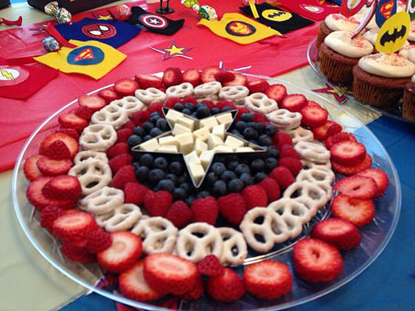 Fruit and cheese for Captain America's shield?! Yes please. Works equally as well for a Wonder Woman. Wonder Woman Party Food   Halfpint Design, party ideas, party themes