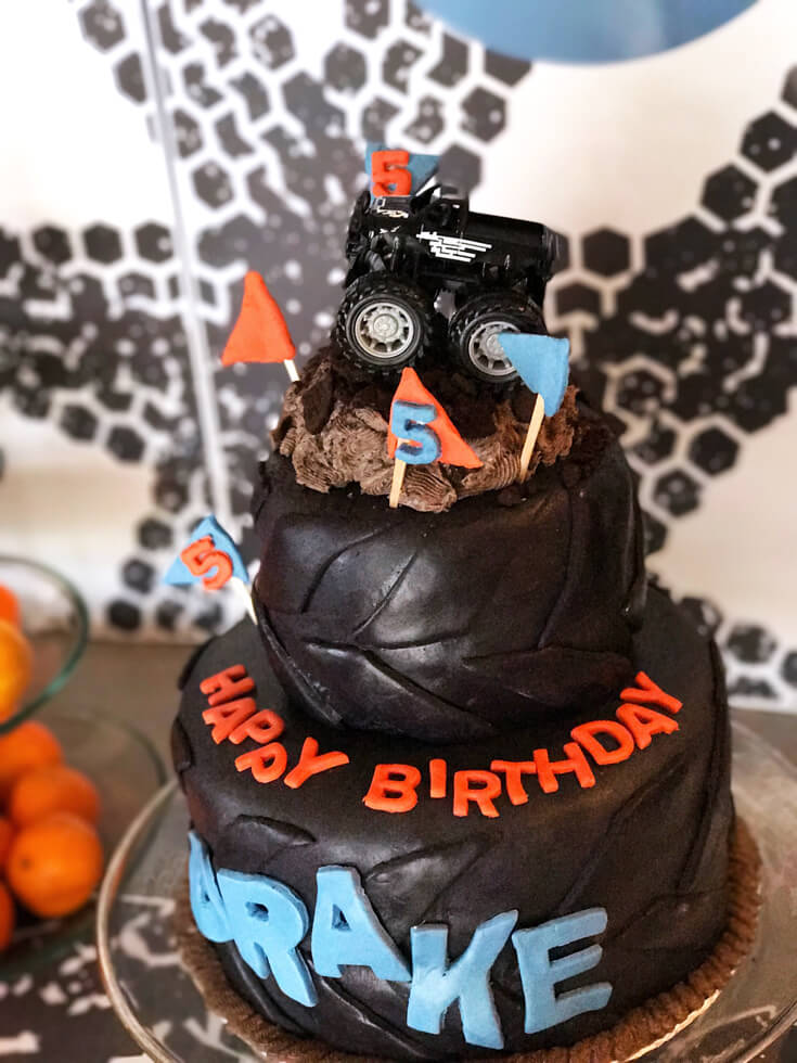 Monster Truck Cake! Monster Truck Birthday Party Smash! Halfpint Design with Party Printables from HalfpintPartyDesign on Etsy. Boy party theme. 5th birthday.