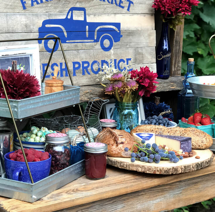 Love the fresh local food gathered for a fun and intimate brunch. Farmer's Market Harvest Brunch | Halfpint Design - Fall entertaining, garden food, clean eating