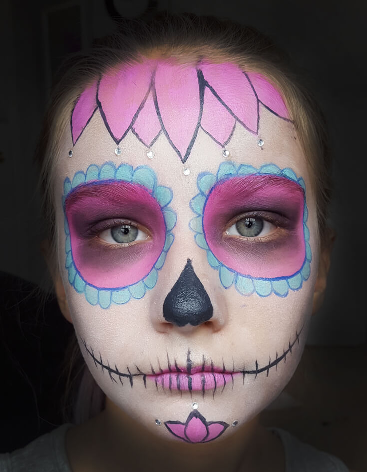 If you've ever wondered how to do cool sugar skull make up for a day of the dead or Halloween party this tutorial is for YOU! SUPER easy, anyone can do it. Step 4 is the finishing touch. Add hot pink lipstick. Create a skull mouth and nose. Sweet Sugar Skull Makeup Tutorial | Halfpint Design - party makeup, costume makeup, dia de los muertos