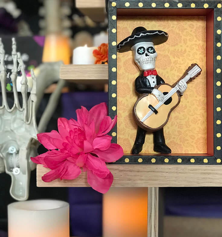 A cute skelly with a guitar is a perfect focal point for a Coco movie party! Music plays an important role in the film and I can't wait to hear the soundtrack. Coco Viewing Party Tips at Halfpint Design. Day of the Dead Party, Dia de los Muertos, Coco birthday party