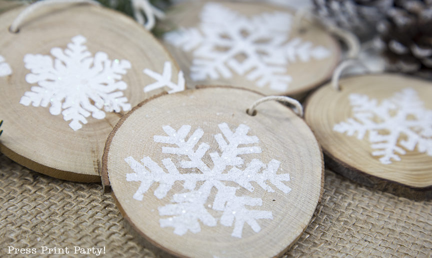 Holiday Party Blog Hop 2017. #11 Press Print Party Rustic Snowflake Ornament DIY. #12 Cozy Cottage Christmas Tablescape on Halfpint Design.