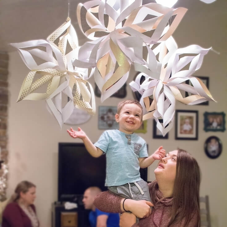 Large paper snowflakes made a fabulous focal point for a Winter ONEderland First Birthday party. See lots of other darling party details at Halfpintpartydesign.com. Winter birthday ideas, baby birthday, baby it's cold outside.