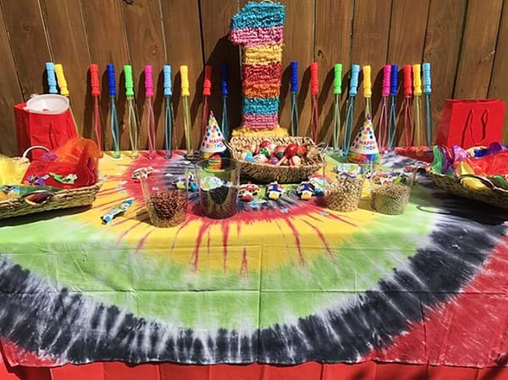 Great rasta favor table for a ONE LOVE first birthday party.