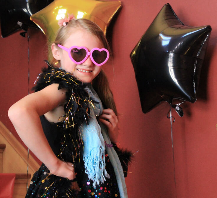 Movie star party photoshoot. Striking a pose. Halfpint Design. Movie party, Oscar party, Rock Star party ideas.
