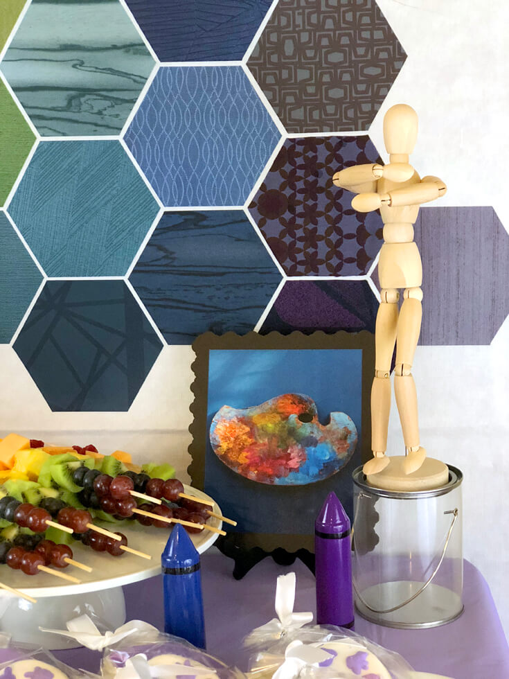 Bring in some framed art and a posed mannequin as fun details for an Art themed birthday party where you can party like Picasso! Halfpint Design. Art party, painting party, rainbow party.