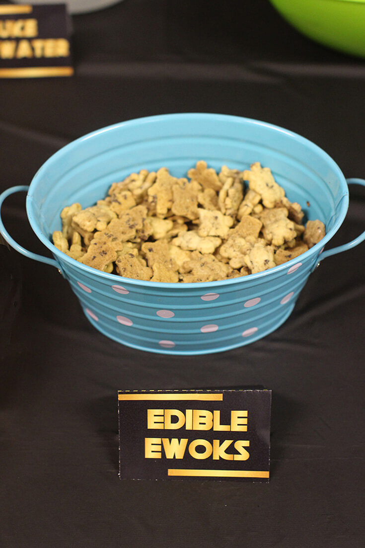 """Bowl of Teddy Grahams with food label """"edible Ewoks"""" for Star Wars Birthday Party"""