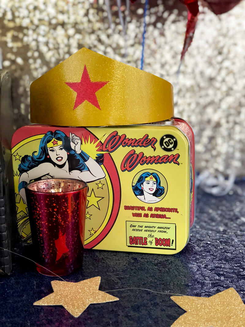 Gold crown with red star on Wonder WOman lunch box for a grown up party