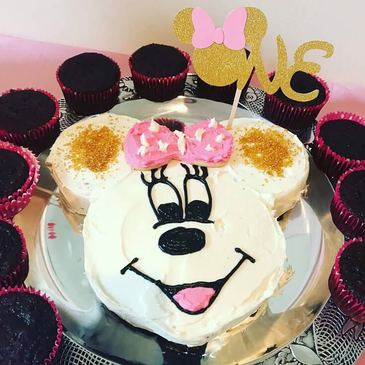 Minnie Mouse smash cake for Minnie Mouse first birthday party