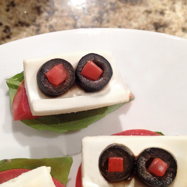 Eyeball caprese appetizers for easy halloween dinner ideas