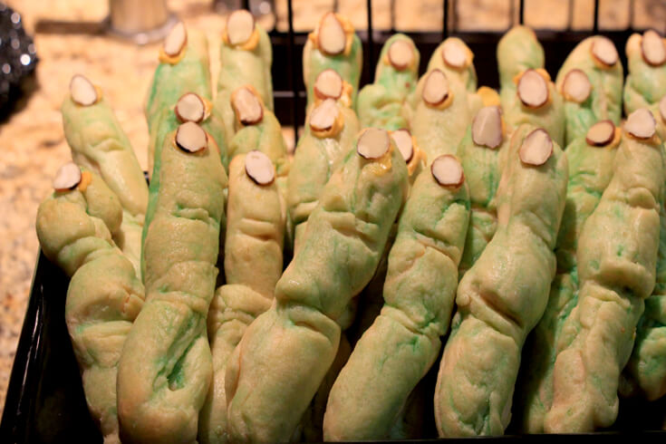 Witch finger breadsticks - easy halloween dinner ideas