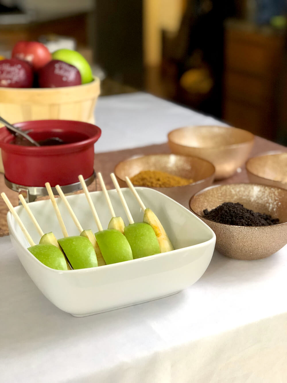 Sliced granny smith apples for girls night harvest party menu ideas
