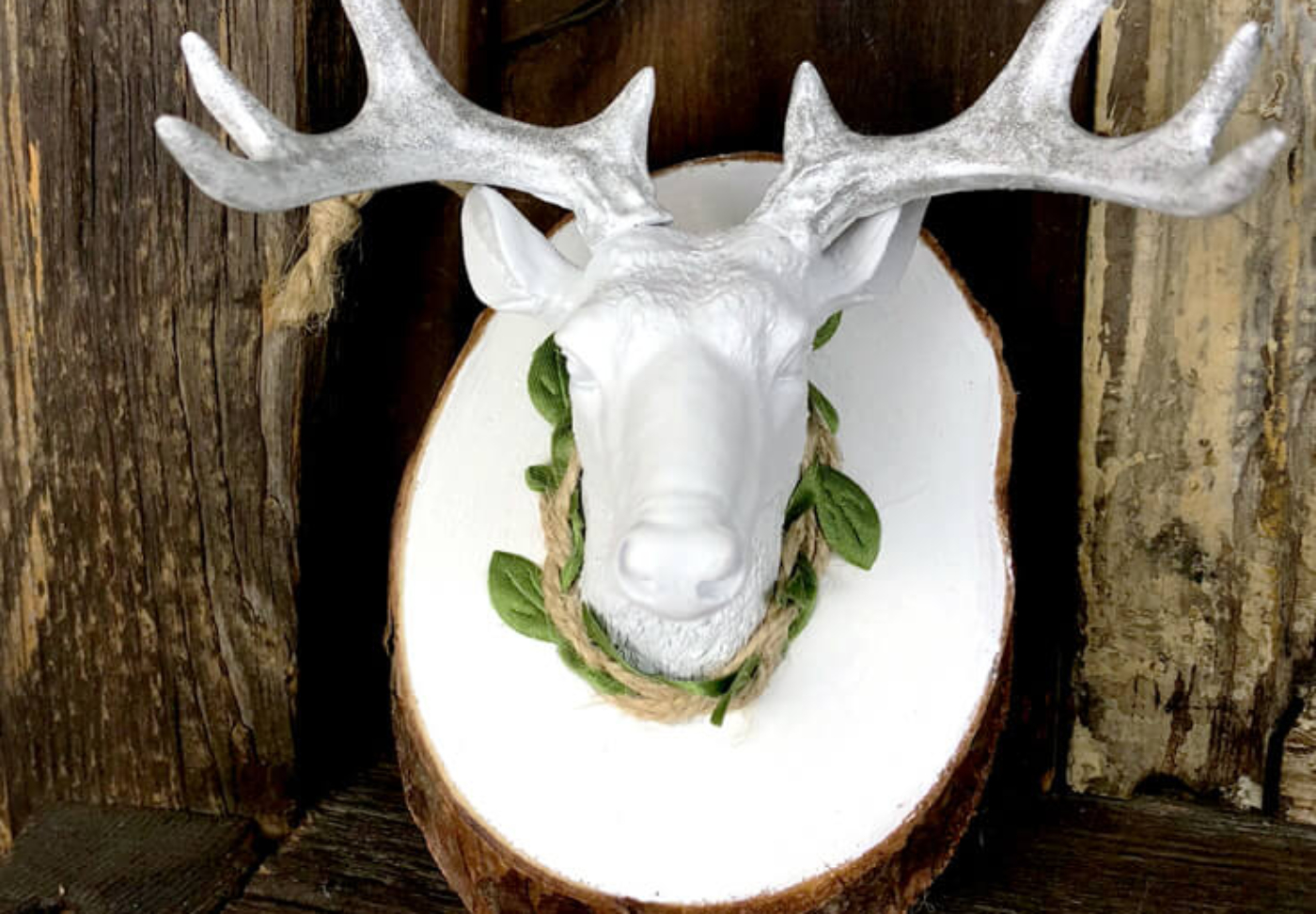 FB-Finished-deer-ornament-DIY-mounted-deer-head-ornament-halfpintpartydesign.com-christmas-decor