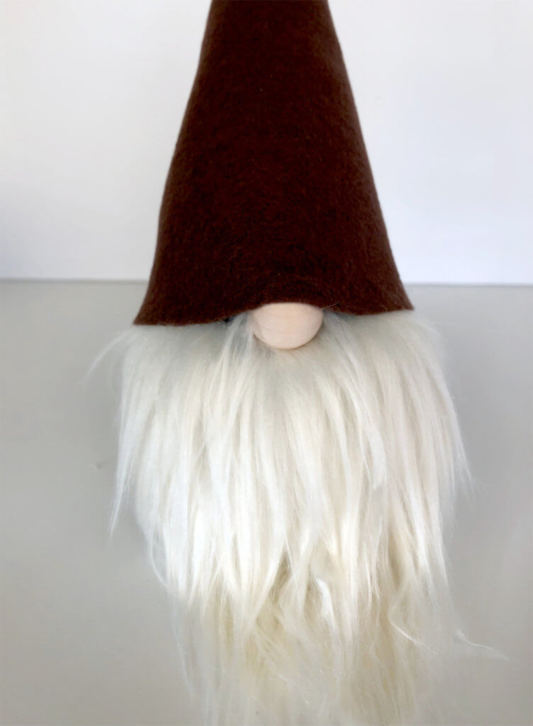 Darling felt hat for a simple no sew gnome tutorial Scandinavian Christmas tomte