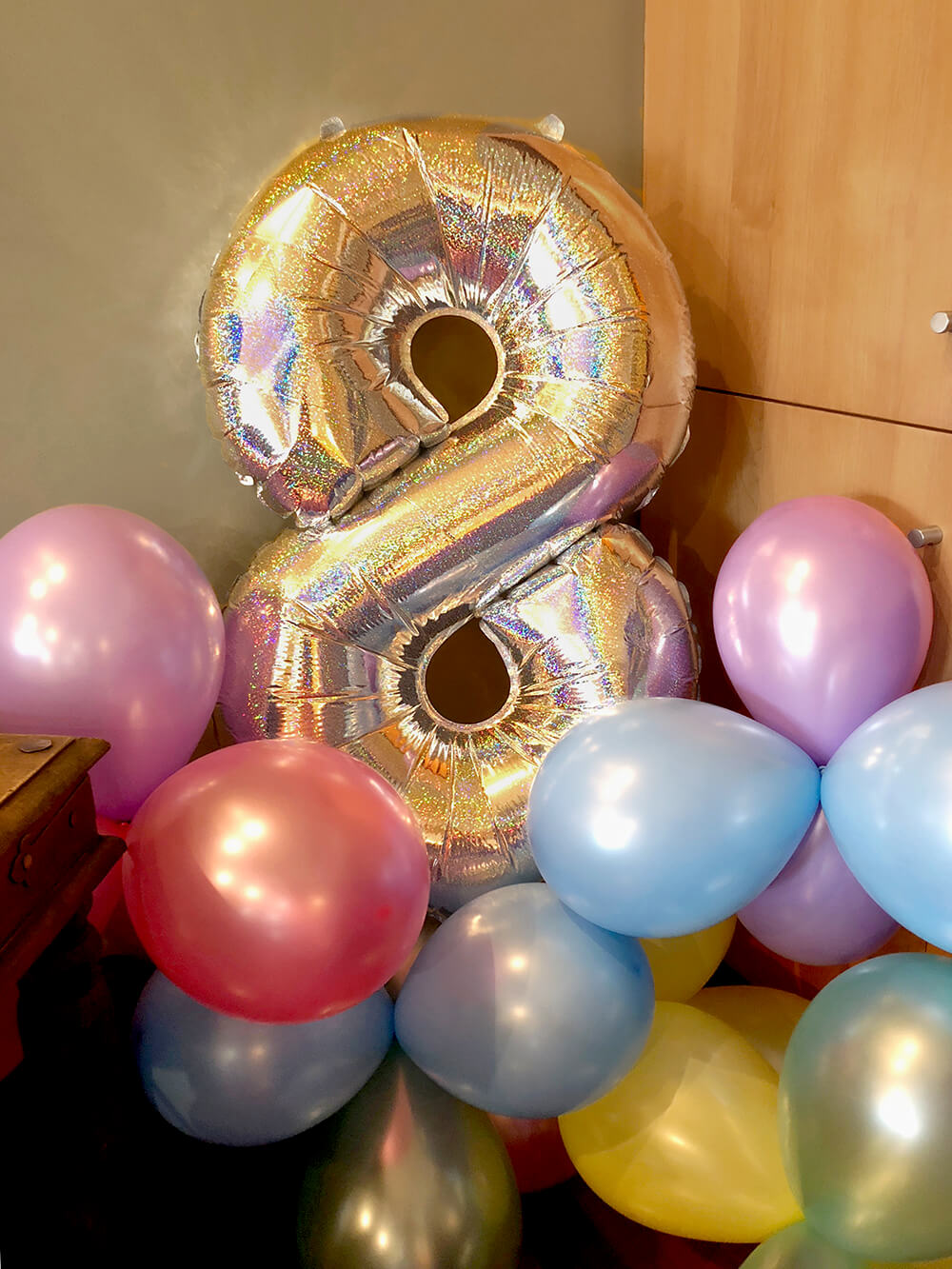Large mylar 8 balloon with rainbow latex balloons for over the rainbow party