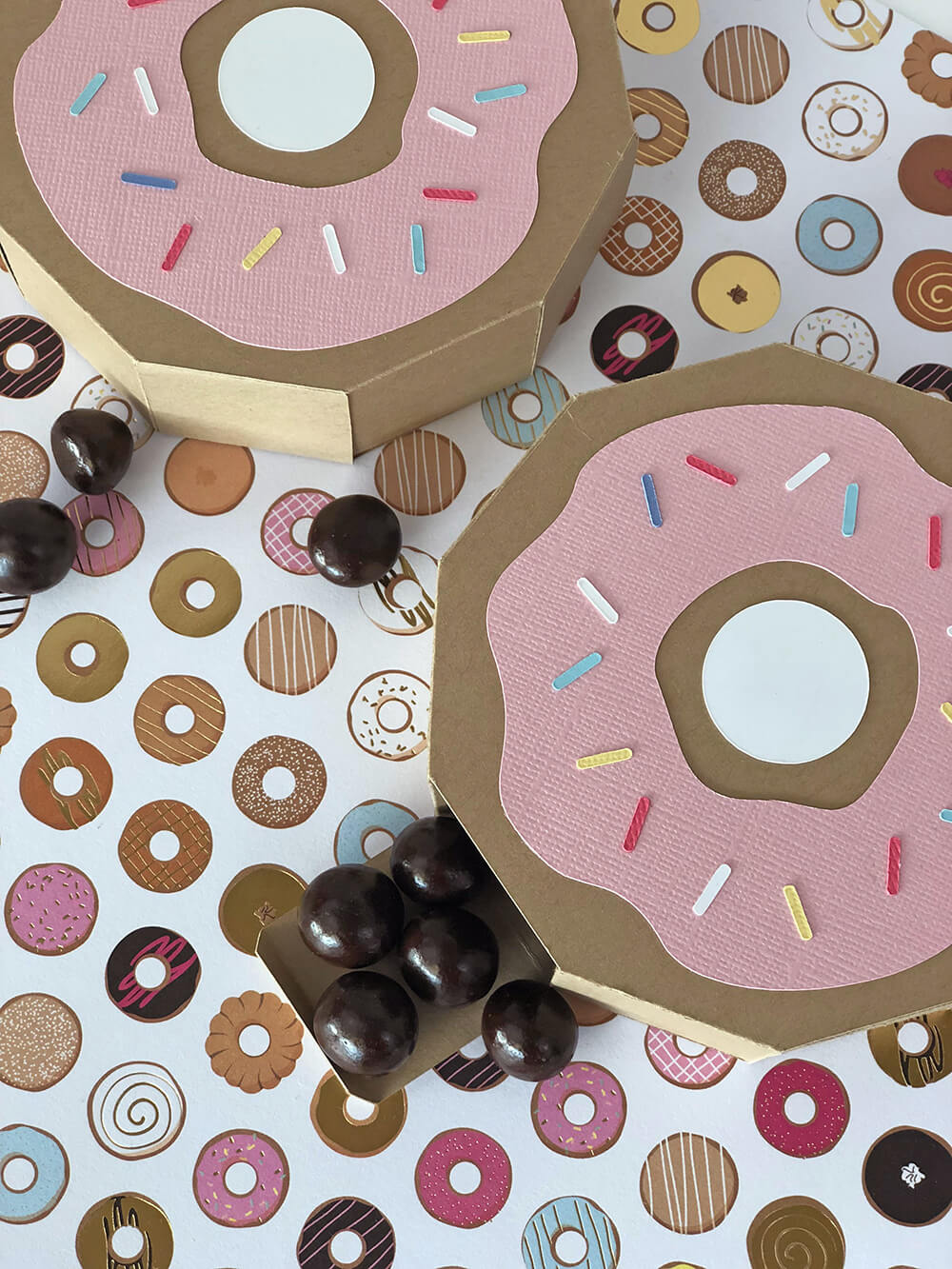 Finished Donut party favor box with chocolates