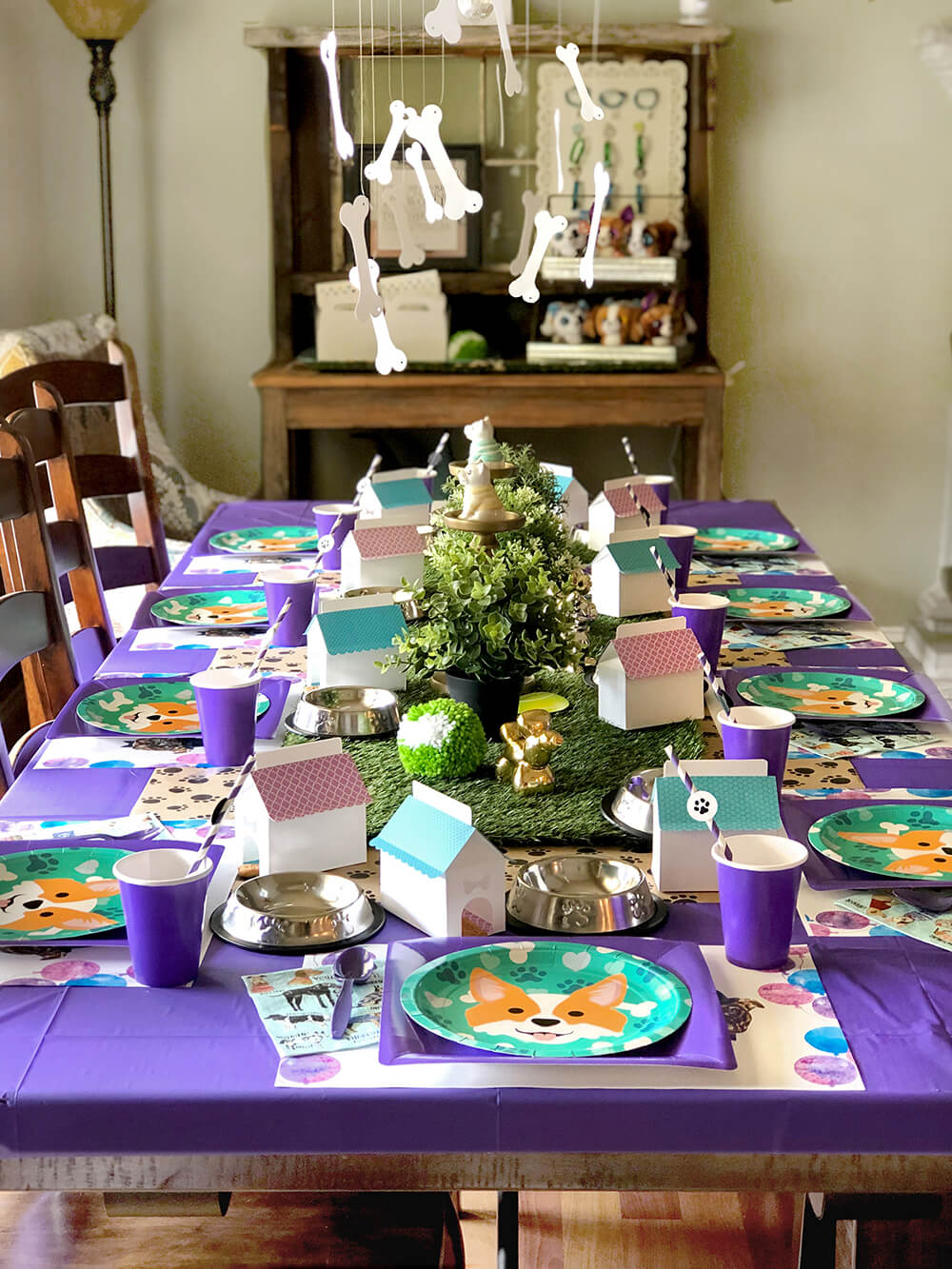 Full puppy party table design - Dog Themed Puppy Birthday Party Ideas