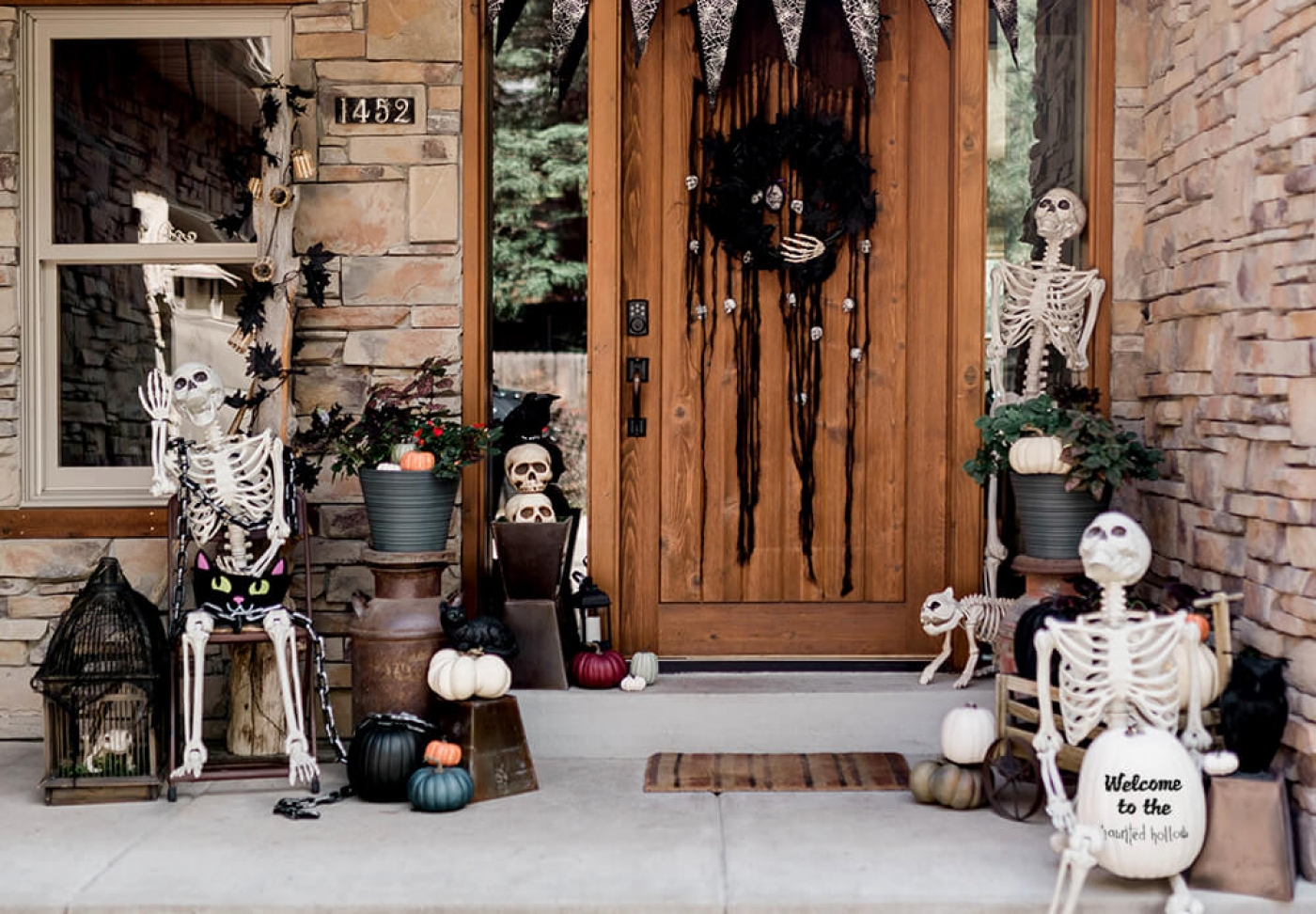 Halloween front porch decoration