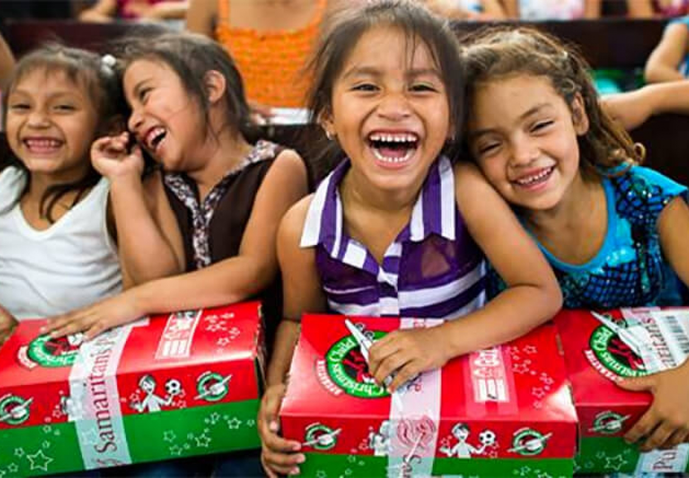 FB-Shoebox-Christmas-Gifts-With-Operation-Christmas-Child-partieswithacause.com-service
