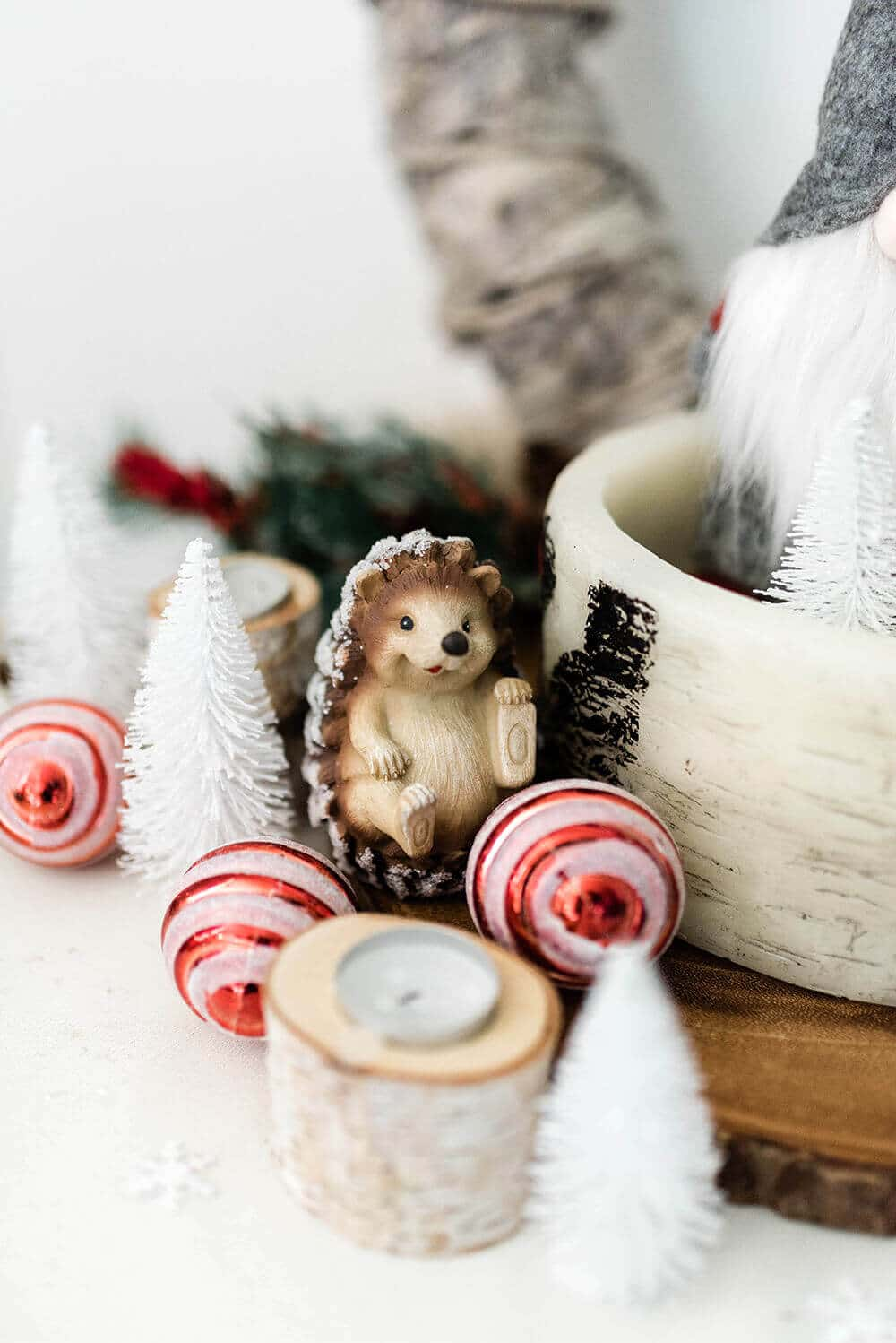 Hedgehog entry table Christmas decor