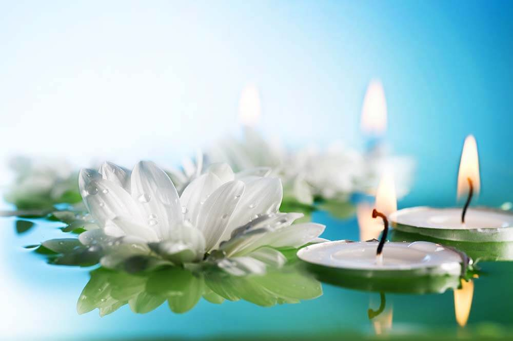 Floating candles and flowers by Salt Lake Party Stylist
