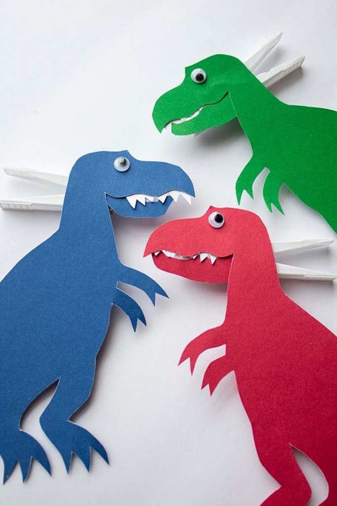 T-Rex dinosaur craft for kids with clothes pin mouth