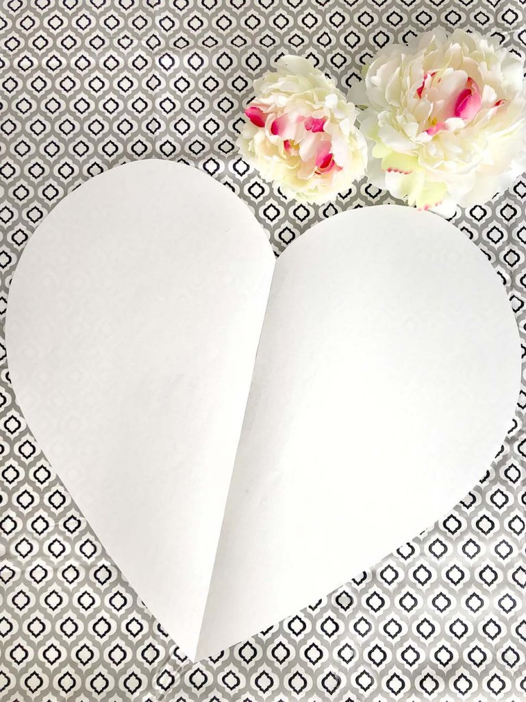 Paper heart pattern for fruit tray