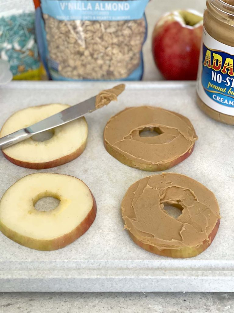 Apple slices with peanut butter